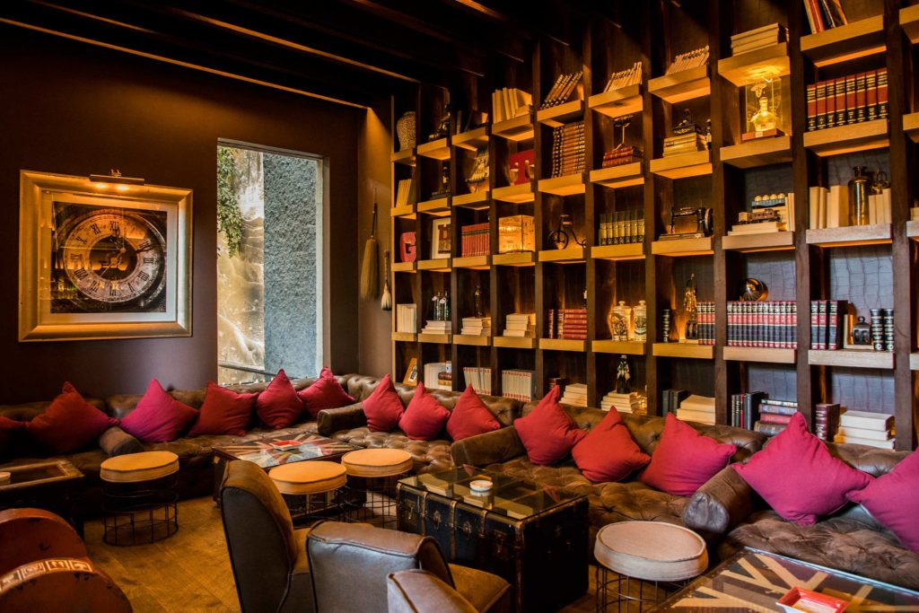 Nueve Nueve Cigar Room